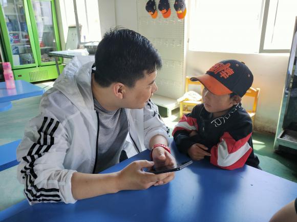 中辉集团 慈善基金会 包中校扶弱济贫 奉献社会
